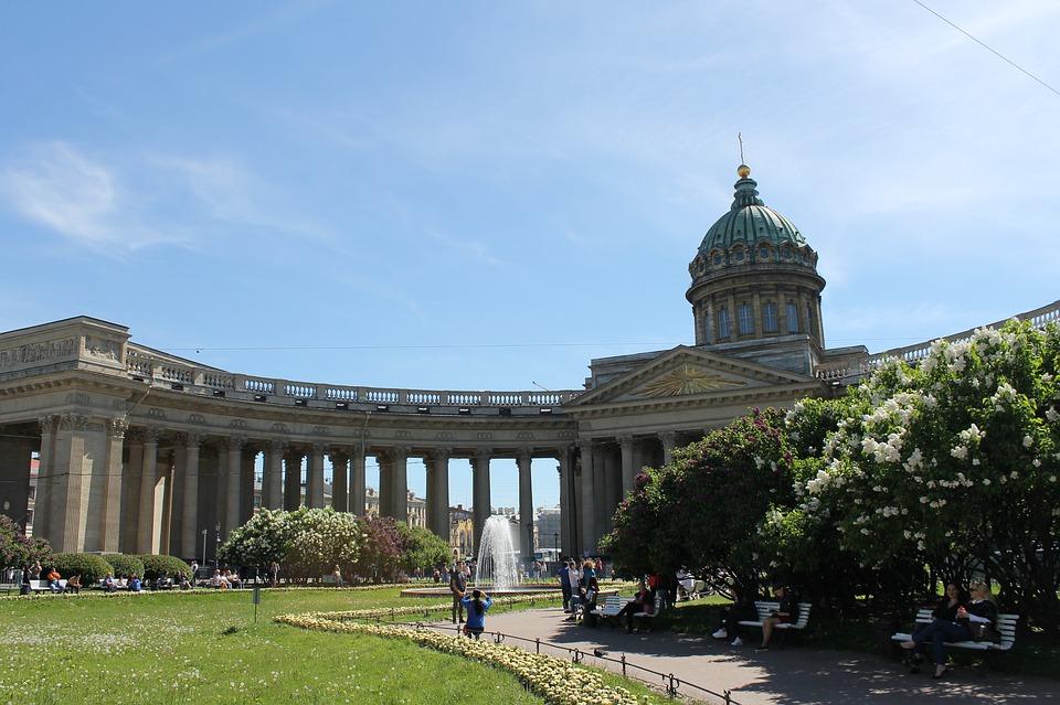 колоннада казанского собора в Санкт-Петербурге